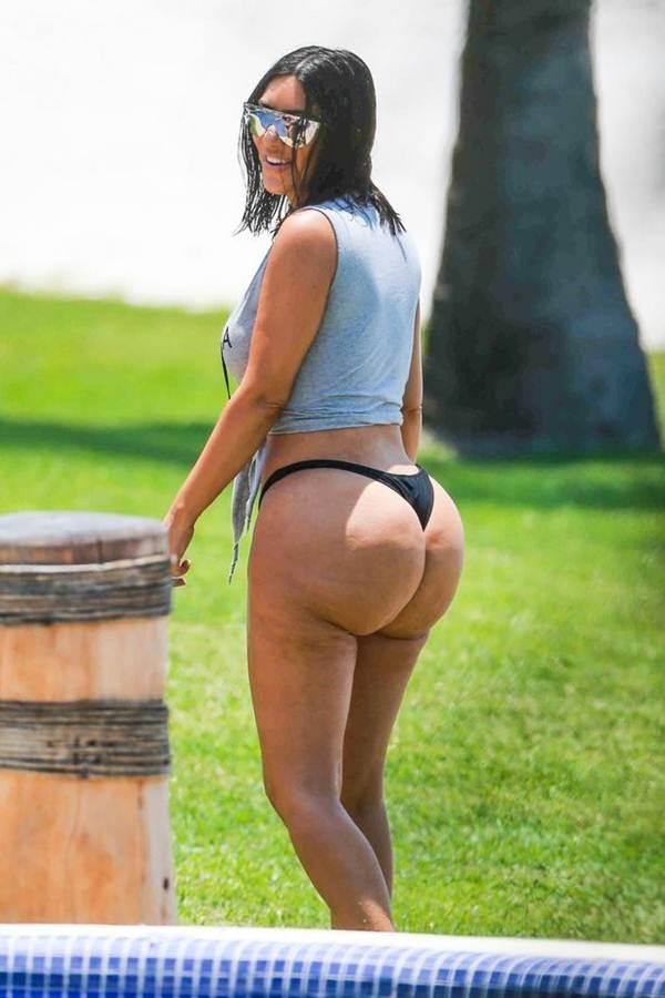 Ким Кардашьян фото в бикини без фотошопа