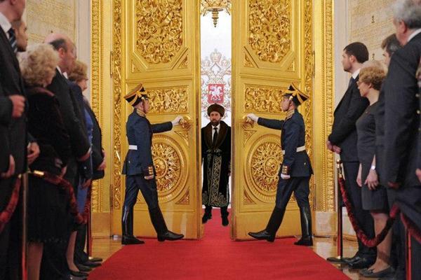 Кейдж в Казахстане зачем