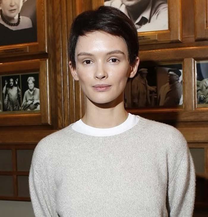Паулина Андреева: фото с короткой стрижкой