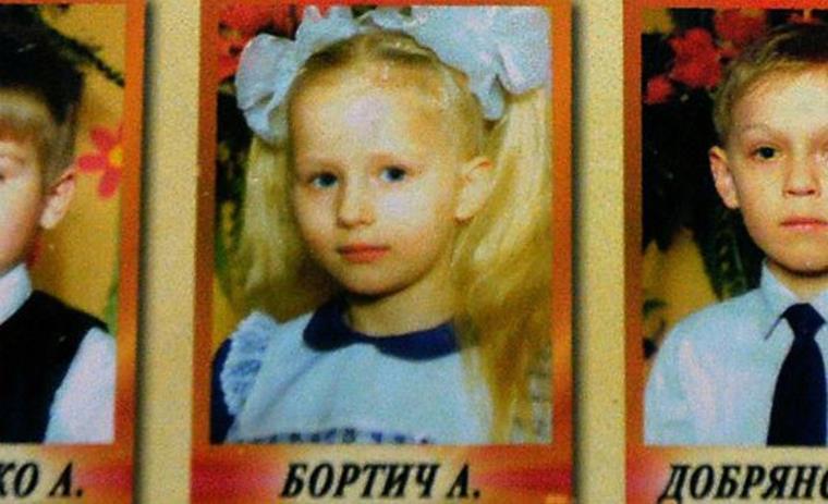На фото: Александра Бортич в детском альбоме