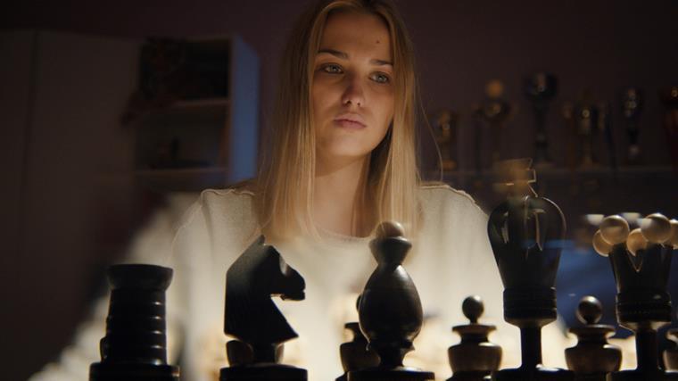 Актеры и роли сериала «Ловушка для королевы»
