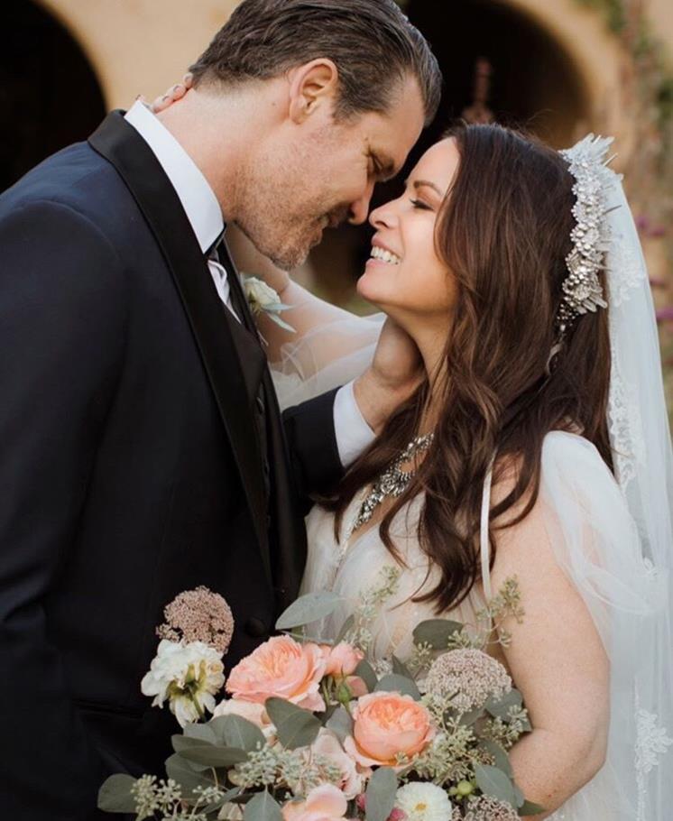 Холли Комбс в свадебном платье
